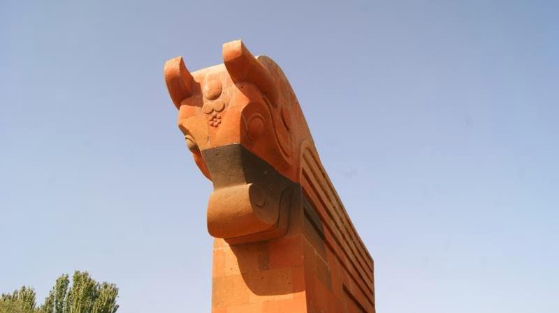 сардарапат памятник