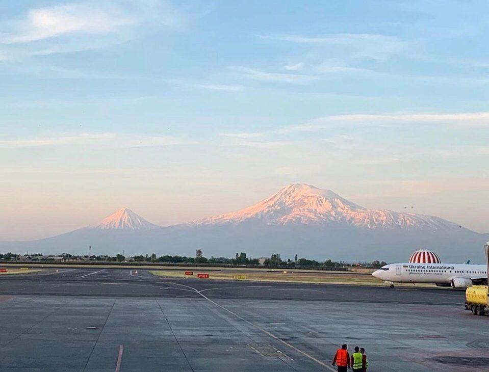 Вид на Арарат из аэропорта Звартноц