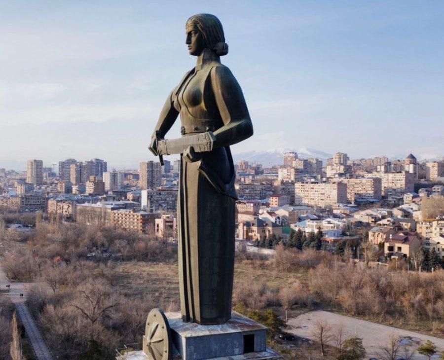 Статуя Мать-Армения в Ереване