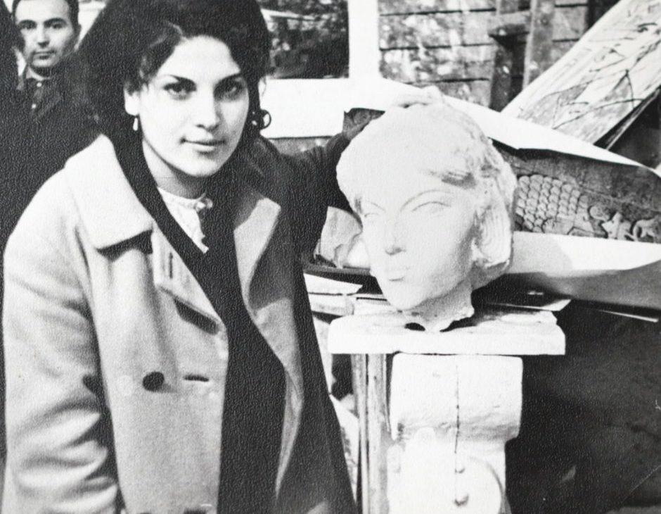 Мурадян с ранней версией лица памятника Матери Армении Еревана